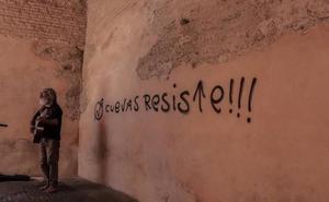Inundan el Albaicín de pintadas contra el desalojo de las cuevas de San Miguel