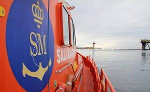 Rescatan una patera a 20 millas de la isla de Alborán con 55 personas