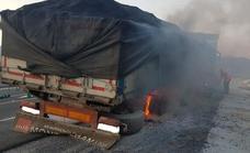 Susto en plena autovía al incendiarse las ruedas de un camión cerca de Motril