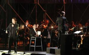 Raphael actúa mañana en la plaza de toros de Almería con la OCAL