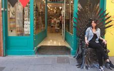 Un trono de hierro en el centro de Granada
