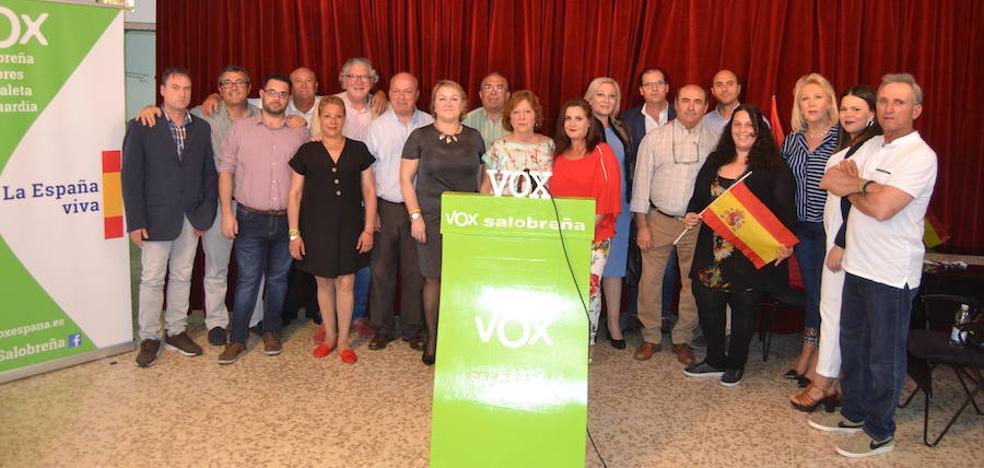 Vox presenta entre vivas a España su candidatura «para sacar a Salobreña de la siesta»