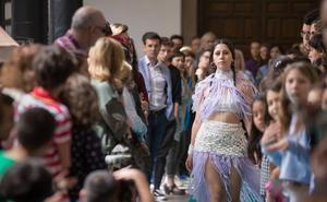 Diseñadores granadinos presentan su colección primavera-verano de moda con material reciclado