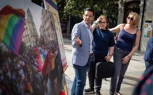 Cuenca se compromete a hacer de Granada una ciudad «aún más abierta a la diversidad y comprometida con el colectivo LGTBI»