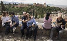 Los turistas gastan de media al día en Granada 72,4 euros, muy por encima del promedio andaluz