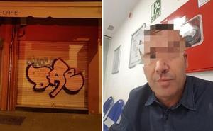 Un hombre denuncia haber sido agredido por un grafitero al que riñó por pintar una persiana de un bar de Granada