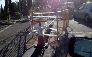 La tragona en la que cayó un hombre en San Vicente de Paúl, pendiente de reparación