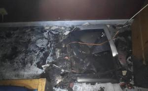 Un televisor provoca un incendio en una casa con cinco personas dentro en Torrecuevas