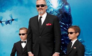 Miguel Bosé estrena alfombra roja con sus hijos
