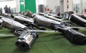 Más de 400 armas a subasta
