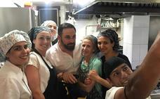 Santiago Abascal para en Salobreña y se enamora del pulpo a la brasa