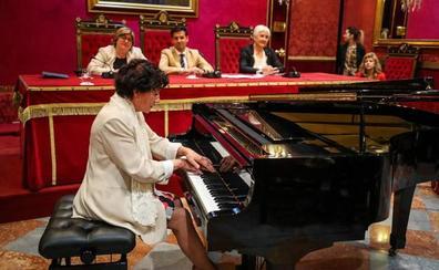 La pianista Azucena Fernández, la asociación Alhalba y el Instituto de las Mujeres, premios Mariana Pineda