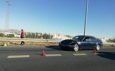 Un choque entre dos vehículos en la Circunvalación de Granada provoca varios kilómetros de atasco