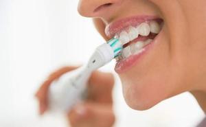 Los dentistas alertan del riesgo de una pasta de dientes muy usada