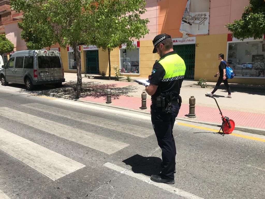 Así ha quedado el lugar del atropello en la Chana: hay dos heridos graves