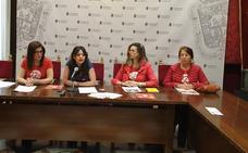 El Ayuntamiento de Granada se ilumina de rojo para visibilizar a los afectados por el síndrome 22q
