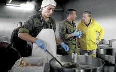 Chicote se pasea por las cocinas del Ejército