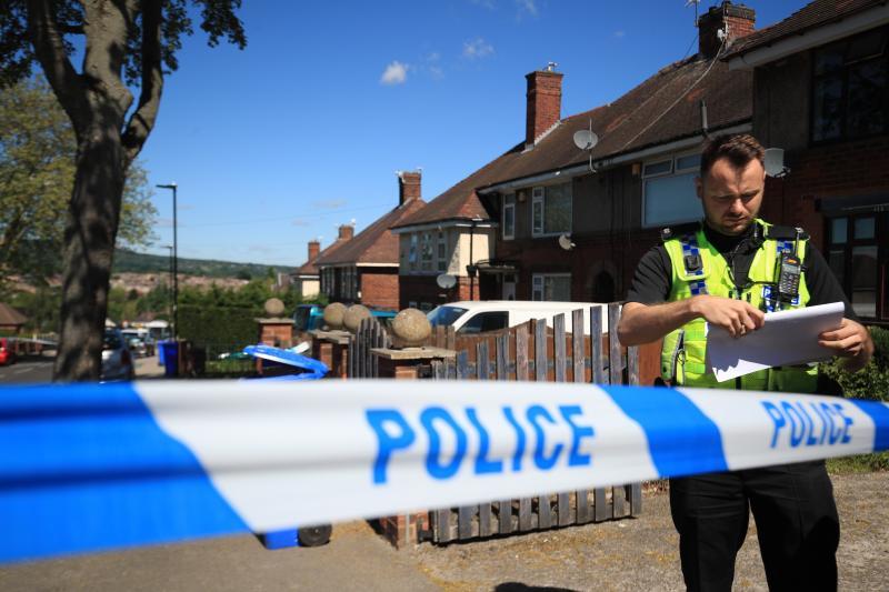 Dos detenidos en Inglaterra tras la muerte de dos niños y la hospitalización de otros cuatro