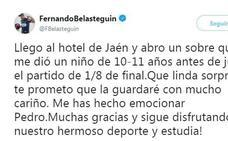 El jugador de pádel Fernando Belasteguín se emociona con la carta de un niño jienense