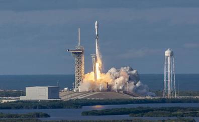 SpaceX lanza al espacio los primeros satélites que crearán su propia red de internet