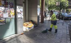 El Ayuntamiento de Granada empadrona a un centenar de personas sin hogar que podrán votar el 26M