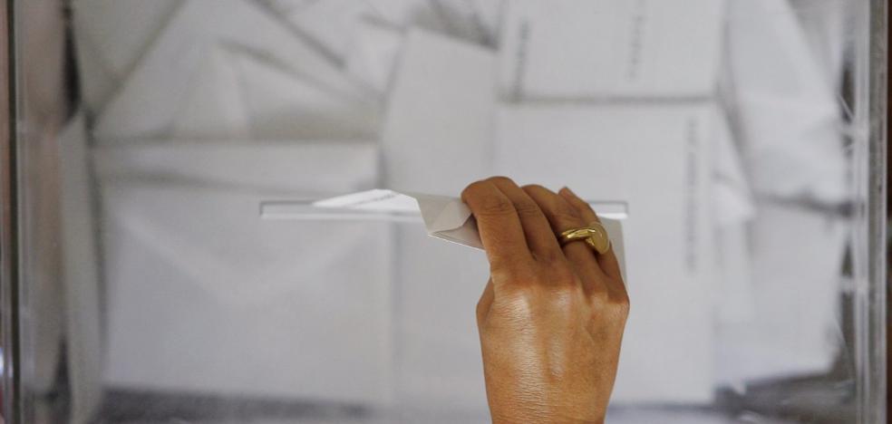 Media docena de pueblos pierde concejales a pesar de que crece el número de votantes