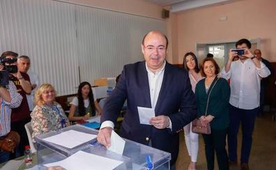 Sebastián Pérez: «Vamos a subir a primera división, en el fútbol y la política»