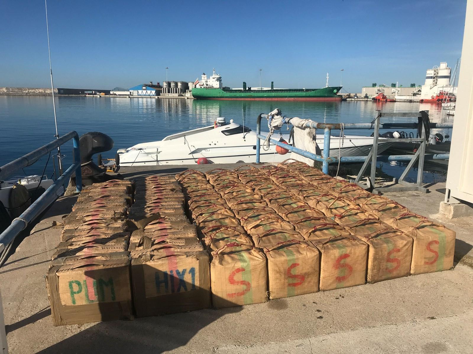 Incautación de 3380 kilos de hachís en la costa de Granada.
