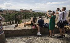 El Albaicín promociona su declaración patrimonial en los vuelos de Iberia