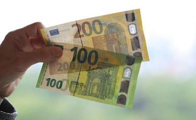 Estos son los nuevos billetes de 100 y 200 euros que hoy entran en circulación: ¿cómo puedes identificarlos?