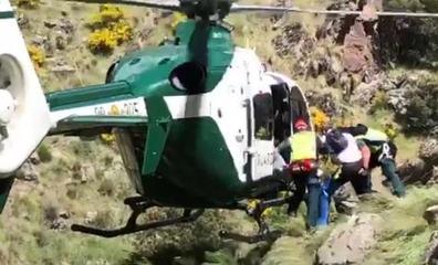 Rescatan con el helicóptero de Guardia Civil a dos montañeros heridos en Sierra Nevada