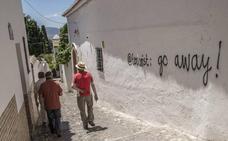 Las calles del Albaicín se llenan de pintadas contra el turismo