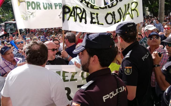 Enfrentamientos en Jaén en la manifestación por los precios del aceite