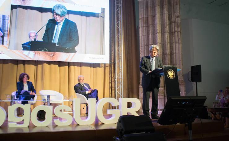 El embajador de Japón participa junto a Josep Piqué en Diálogos con la sociedad de la UGR