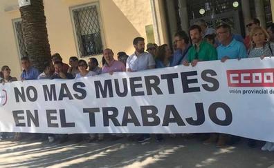 Concentración de los sindicatos por el trabajador fallecido en Andújar