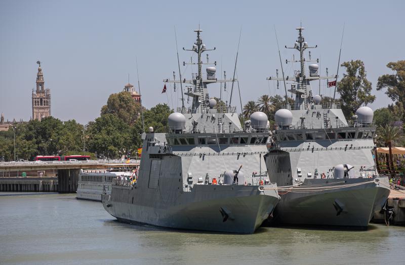 Las espectaculares imágenes de los buques de la Armada española en el río Guadalquivir