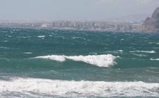 Almería, en alerta amarilla por viento, con olas de tres metros