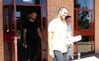 Raúl Bravo y Aranda abandonan la prisión de Zuera