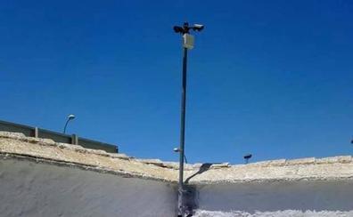 Vegas del Genil instala cámaras en su cementerio para evitar actos vandálicos y robos de flores