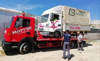 Vox denuncia los destrozos realizados al camión de su candidato en Ugíjar