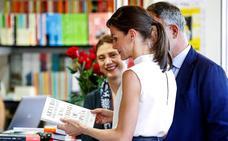 La reina Letizia inaugura la Feria del Libro de Madrid más caribeña