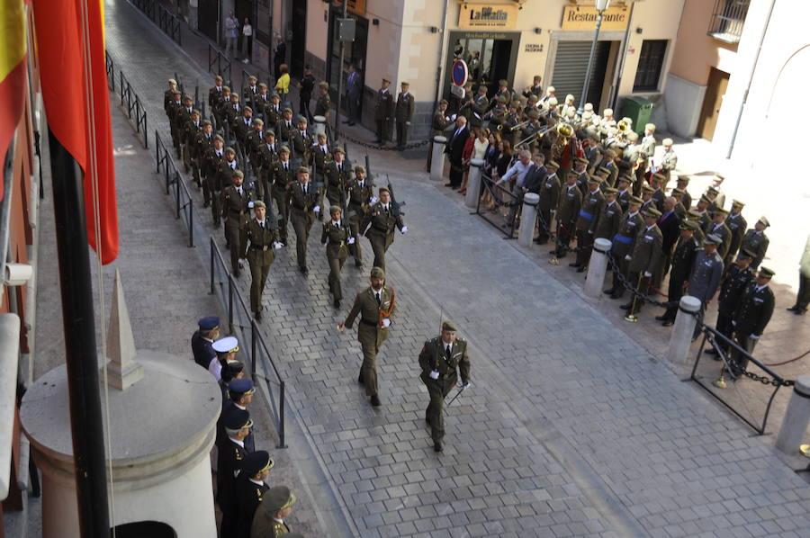 Izado de bandera y desfile militar en Granada por el Día de las Fuerzas Armadas