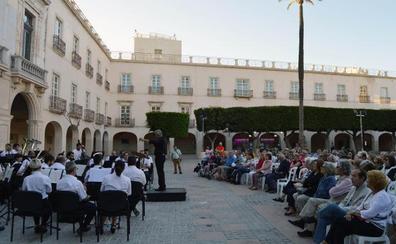El inicio del ciclo 'Música en la ciudad' supone la primera ovación para la Banda