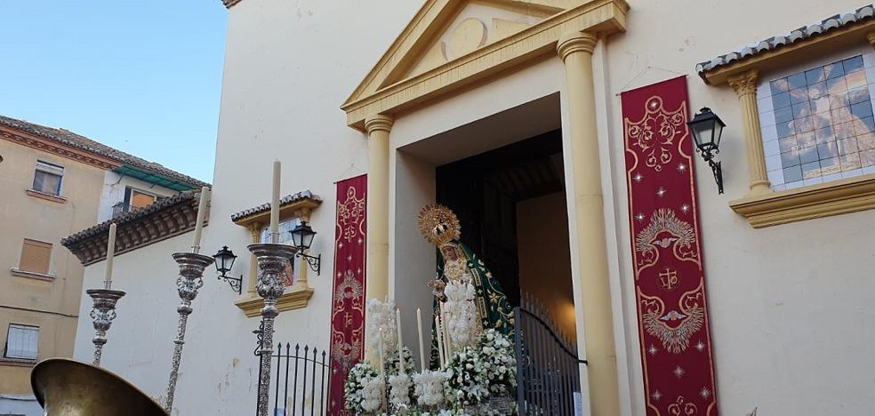 El primer Vía Lucis de la juventud cofrade se celebró presidido por la Virgen de la Luz