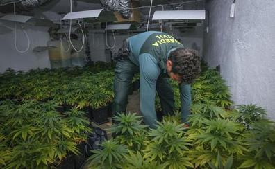 La Guardia Civil aborta la compraventa de siete kilos de marihuana