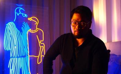 El artista oculto revela su cara contra el régimen chino