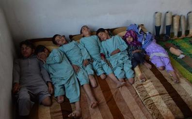 La dura historia de los niños que se toparon con una bomba