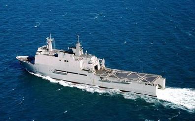 El buque Galicia amarra en el puerto de Almería
