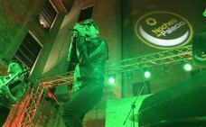 El rock de José Antonio García pone en pie a los Baños Árabes