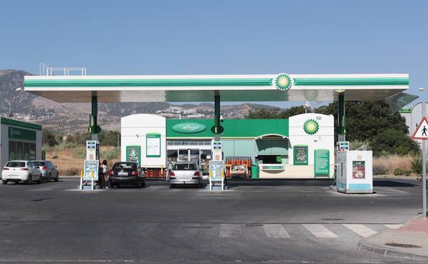 Pillan a dos jóvenes 'in fraganti' tras atracar una gasolinera en Ogíjares
